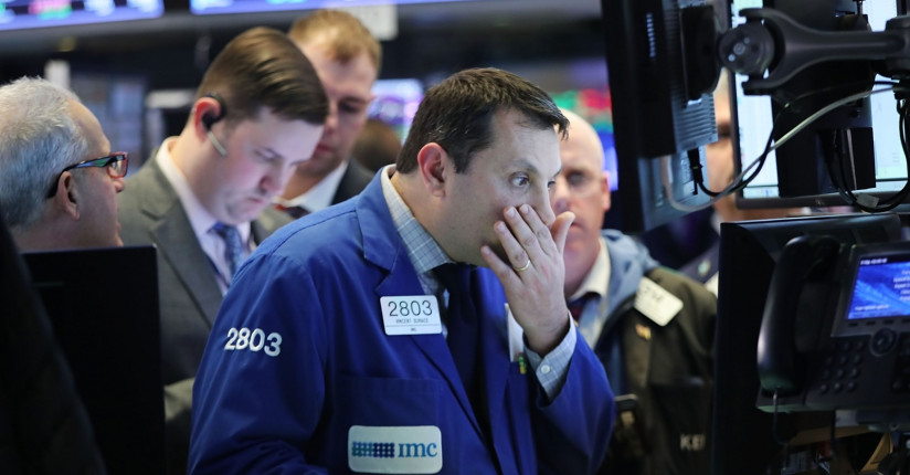 S&P 500 Faces Headwinds But May Avoid Profit Recession: Oxford Economics
